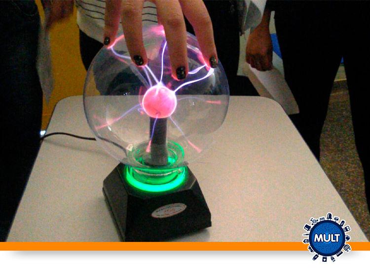 bola de plasma com base quadrada